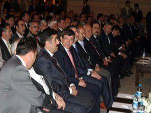 """Davutoğlu; """"Ekonomimiz mükemmele gidiyor"""""""