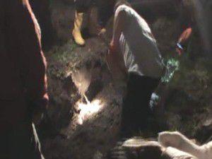 Kızı elma ağacının altına gömdüm