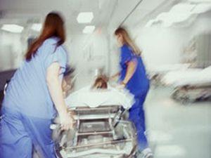 Seydişehirde balkondan düşen kadın ağır yaralandı