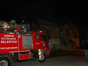 Konyada 2 katlı evde yangın çıktı