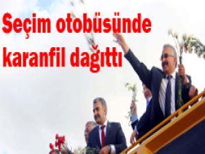 CHPli başkandan Davutoğluna destek