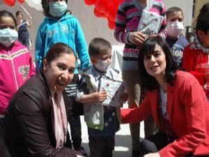 Hastane Okulu öğrencileri sergi açıp, balon uçurdu
