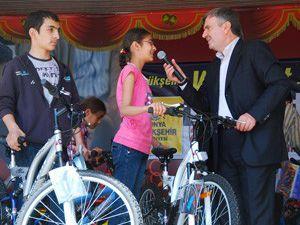 100 kişiye bisiklet hediye edildi