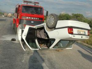 Otomobil devrildi: 8 yaralı