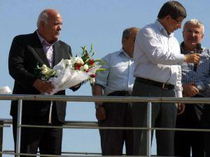MHPli Başkan Davutoğlunun yanında