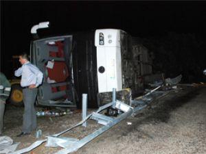 AK Parti otobüsü devrildi;4 ölü