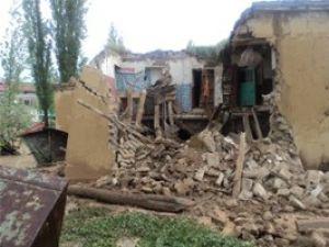 Çiğil Deresi taştı 2 ev yıkıldı
