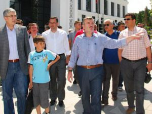 Başkan Akyürek Kültürparkı gezdirdi