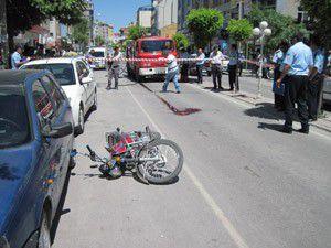 Motosiklet kadına çarptı