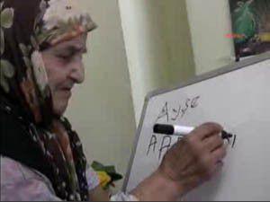 104 yaşında okuma yazma öğreniyor