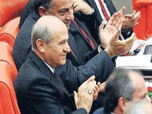 Bahçelinin alkışladığı AK Partili