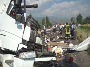 Akşehirde trafik kazası:2 ölü, 1 yaralı