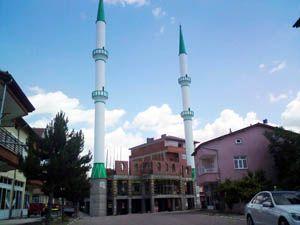 Cami bitmeden minareleri tamamlandı