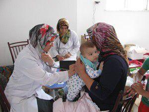 Sağlık ekipleri Yağlıbayat köyünde
