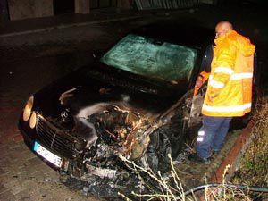 Gurbetçinin park halindeki otomobili yandı