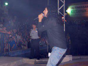 Murat Kekilli konserini on binlerce kişi izledi