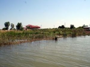 Beyşehirde kanal suyu taştı