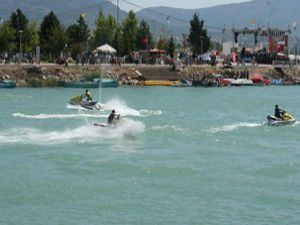 Balıkçı tekneleri Beyşehir Gölünde yarıştı