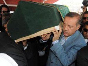 Devletin zirvesi cenazede saf tuttu