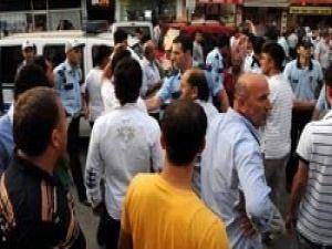 İstiklal Marşı gerginliği: 1i polis 2 yaralı