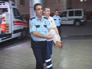 Polisi bu sefer taş yaraladı