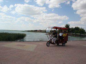 Beyşehir Gölü kenarında fayton sefası