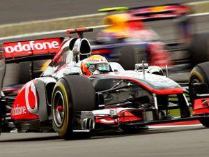Lewis Hamilton yine kazandı