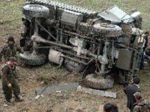 Siirtte askeri araç devrildi