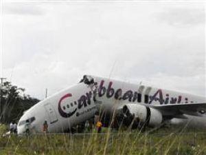 Uçak ikiye bölündü, ölen olmadı