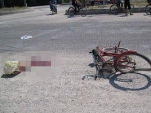 Kamyon bisiklete çarptı: 1 ölü
