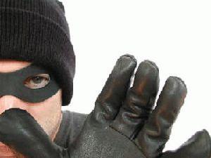 Kuluda araçtan çanta hırsızlığı