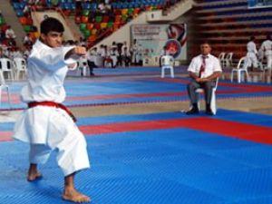Konyadaki şampiyona 100 sporcuyla devam ediyor