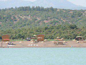 Ramazan Ayı Beyşehir Gölü sahillerini boşalttı