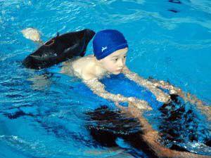 Geleceğin yüzücüleri birincilik için yarıştı