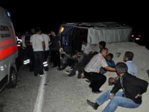 Tarım işçileri taşıyan minibüs devrildi