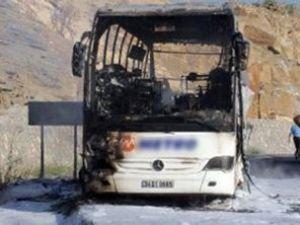 Otobüs alev aldı, 50 yolcu ölümden döndü