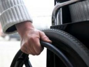 Akşehirde 100 engelliye araç yardımı