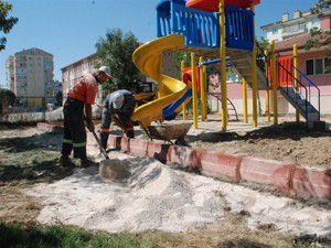 Zübeyde Hanım Anaokulu bahçesi düzenleniyor