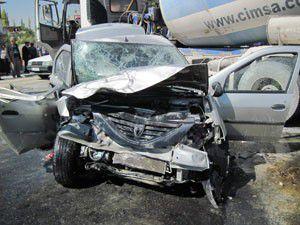 Otomobil beton mikseri ile çarpıştı