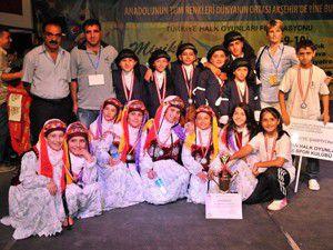 Halk oyunları şampiyonasında ilk birincilik İstanbulun