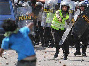 Endonezyada tehlikeli çatışma