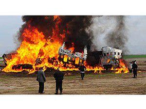 Askeri uçak düştü: 30 ölü!