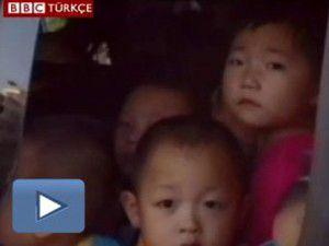 Çinde 8 kişilik servise 66 çocuk sığdırdılar