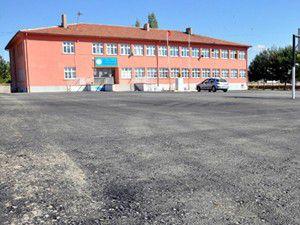 Beyşehirde okul bahçeleri asfaltlanıyor