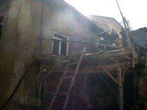 Ev yandı kül oldu