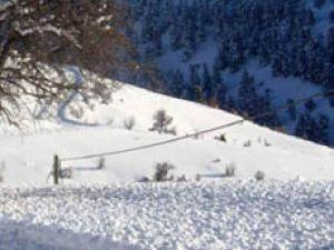 Konyada kar yolları kapadı
