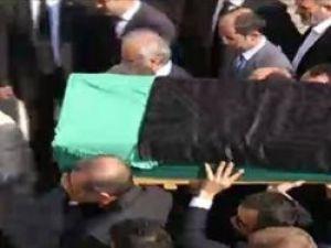 Tenzile Erdoğanın tabutunda siyah örtü