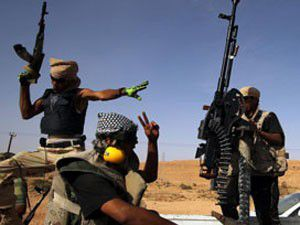 Silahlı grup camiye saldırdı, Kuran yaktı