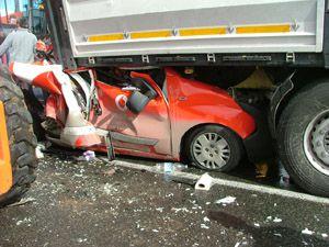 Konyada 4 araç sıkıştı: 2 yaralı