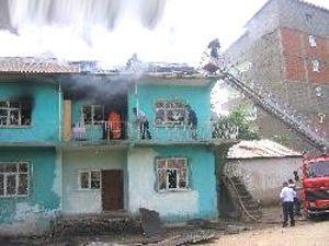 Konyada iki katlı evde yangın çıktı
